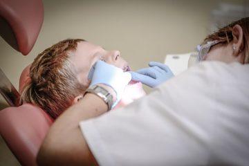 איך מתמודדים עם פחד מרופא שיניים אצל ילדים